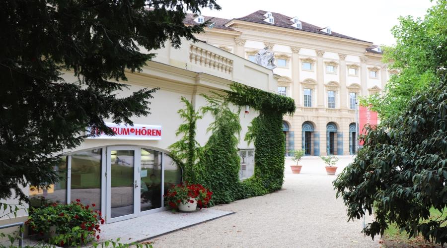 Das MED-EL Kundencenter ZENTRUM HÖREN neben dem Gartenpalais Liechtenstein in Wien ©MED-EL